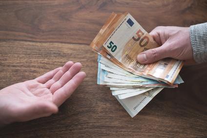 Erste Sparkasse verlangt nun auch Strafzinsen